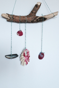 DIY-seashell-wall-hanging1